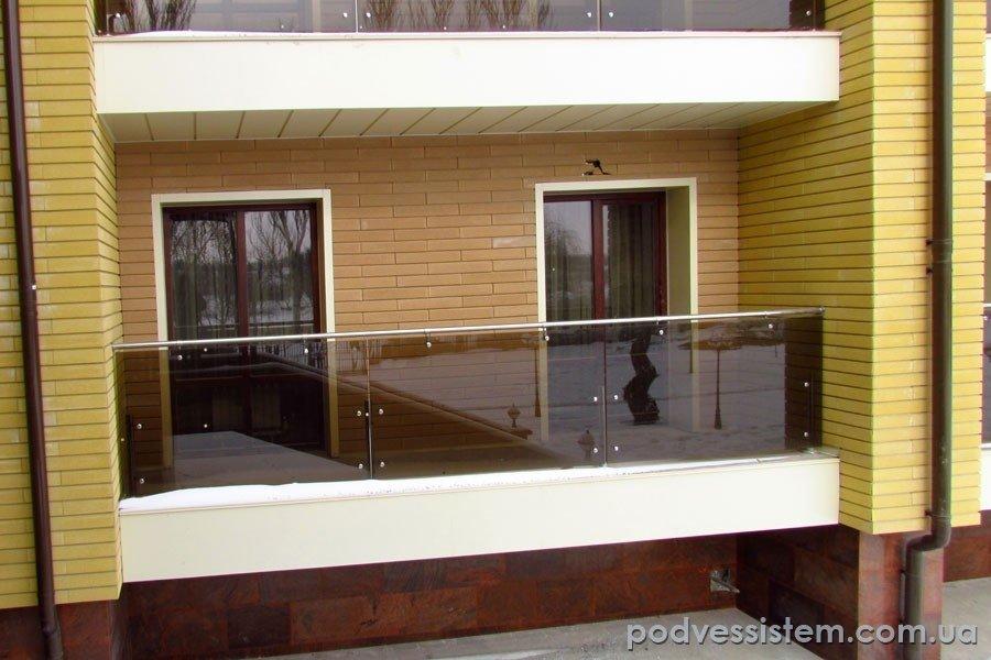 Балконное ограждения из стекла - безрамное остекление и изго.