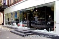 """Цельностеклянный фасад для магазина """"Soho"""""""