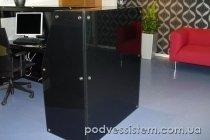 Стеклянная стойка для администратора