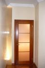 Межкомнатные деревянные двери со стеклянными вставками